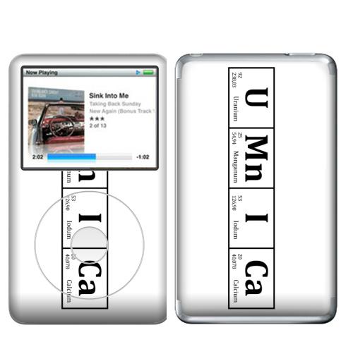 Наклейка на iPod&MP3 Apple iPod Classic УМНИЦА,  купить в Москве – интернет-магазин Allskins, знаювсе, химия, ученый, абитуриент, студент, ученик, умник, умница, элемент, таблицаменделеева, химик, черно-белое